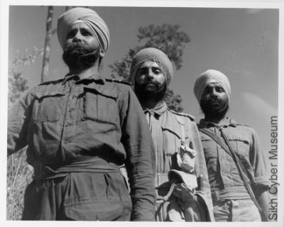 Three Sikh soldiers posing for the camera - IB238