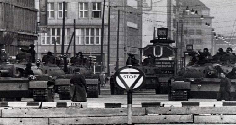 Soviet_Tanks_near_Checkpoint_Charlie